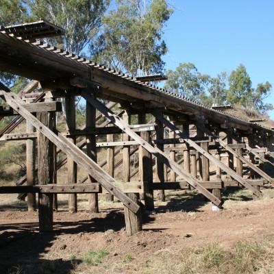 houten spoorbrug in the outback