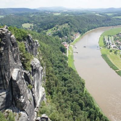 Gezicht op de Elbe vanaf de Bastei