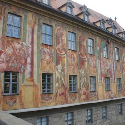 Muurschildering op stadhuis