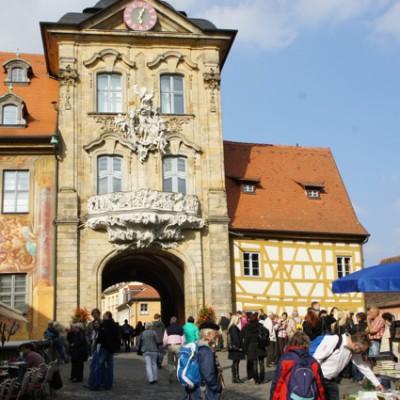 Stadhuis met poort