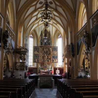 interieur St. Vinzenz met altaar