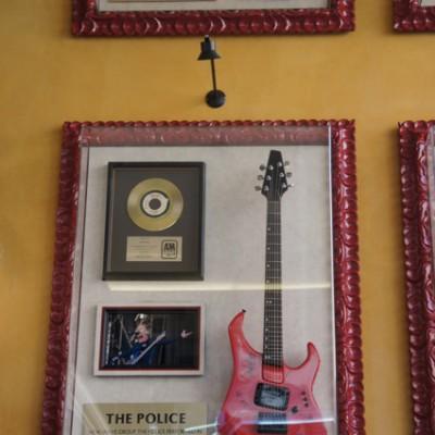 Gitaar van The Police in HardRock Venetie