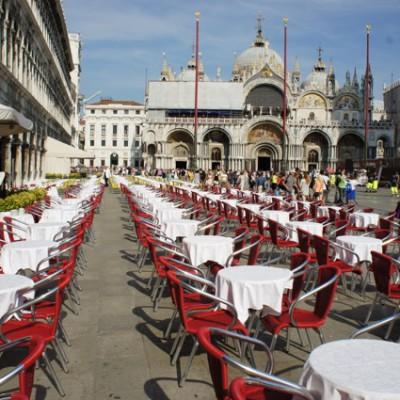Piazza San Marco, nog lege tafels