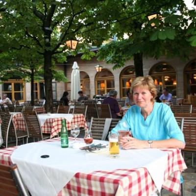 Lekker eten op een leuk terras in Salzburg